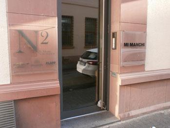 Halten Sie Aussschau nach dem Eingang mit den Schildern N2 und Mimanchi
